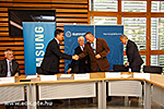 Signing an agreement between UP MS and Samsung Electronics